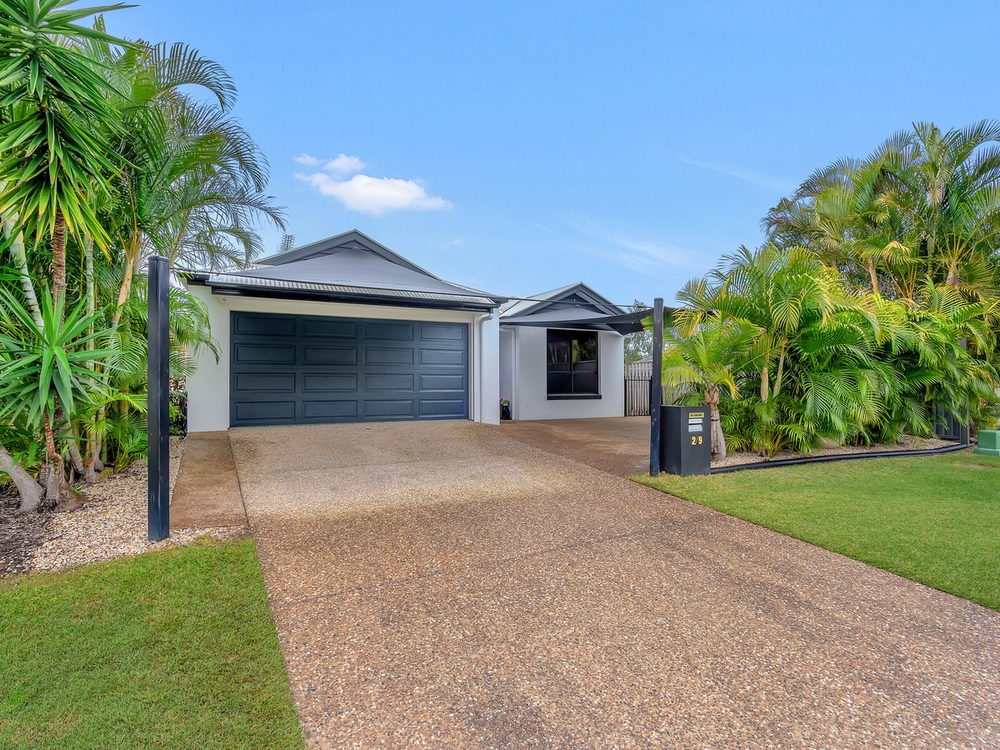 2/9 Coonowrin Street Pacific Pines, QLD 4211