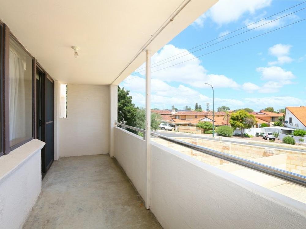 2/27 South Terrace Como, WA 6152
