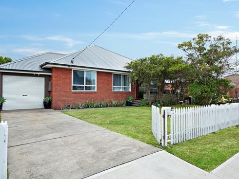 15 Hitchcock Avenue Belmont, NSW 2280