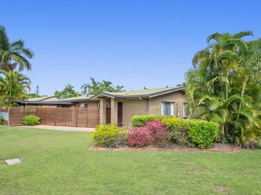 8 Capricorn Crescent Norman Gardens, QLD 4701