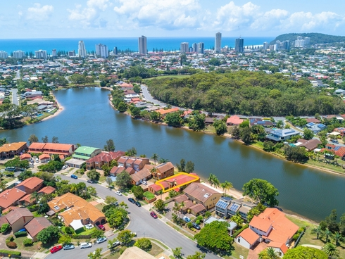 Unit 1/20 Sunbird Street Burleigh Waters, QLD 4220