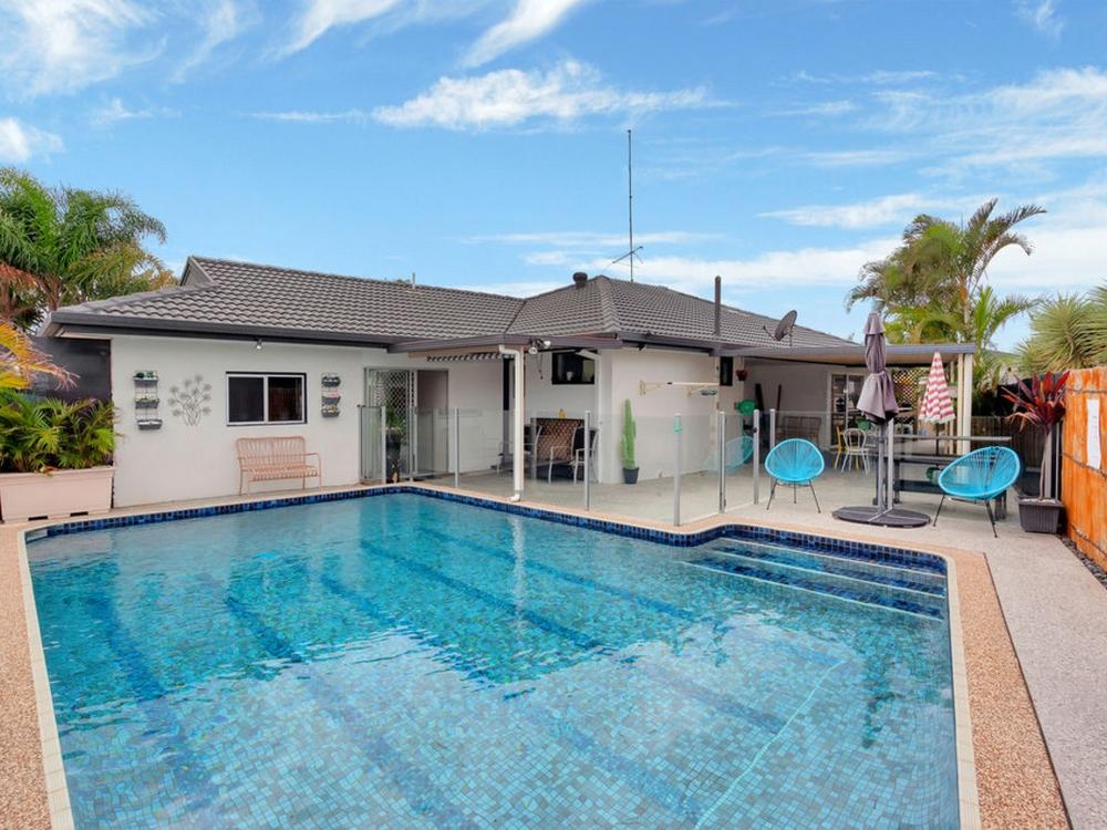 4 Lorikeet Lane Burleigh Waters, QLD 4220