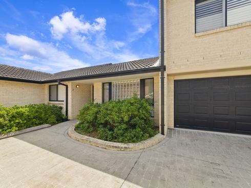 2/42 Wattle Street East Gosford, NSW 2250