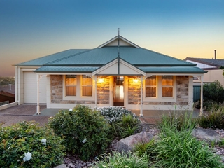 13 Darwendale Street Huntfield Heights, SA 5163
