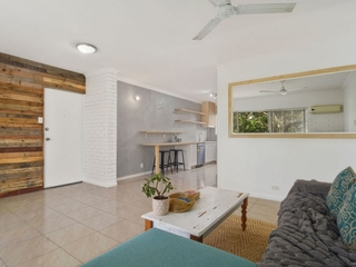 4/21 Thomas Drive Chevron Island , QLD, 4217