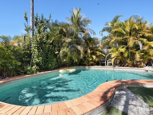 4 Squire Place Sandstone Point, QLD 4511