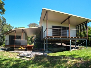 18 Cowes Street Macleay Island , QLD, 4184