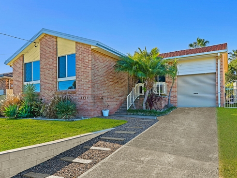 8 Scarborough Place Bateau Bay, NSW 2261