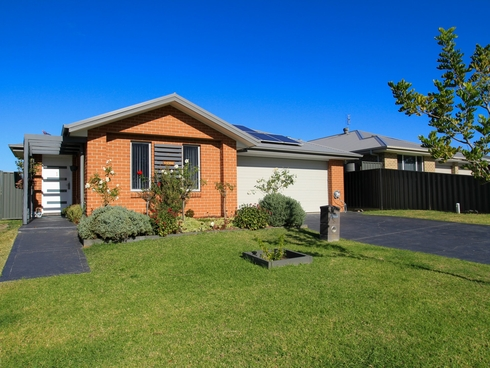 6 Peacehaven Way Sussex Inlet, NSW 2540