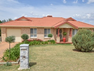 93 Fontenoy Street Young , NSW, 2594