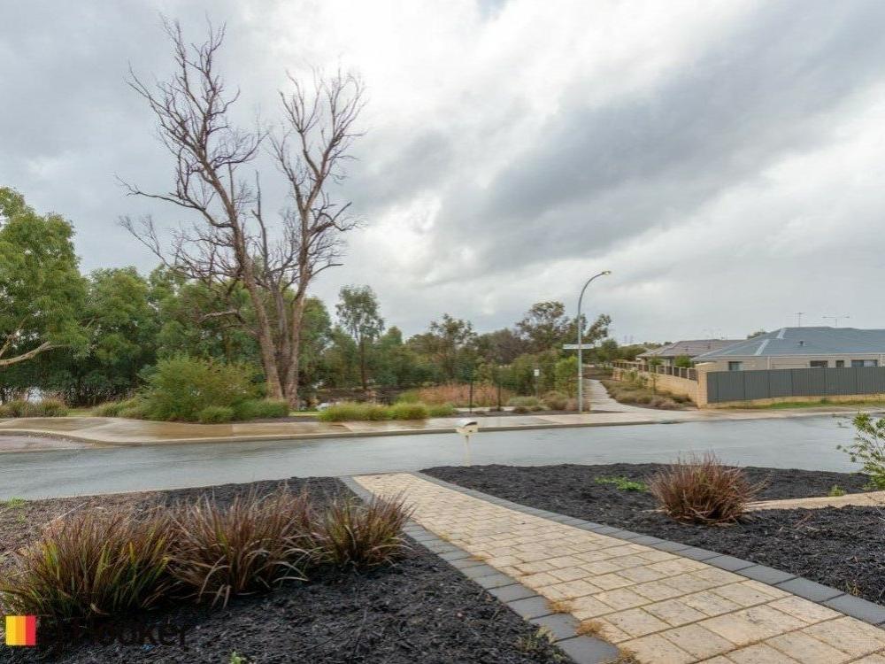 35 Mariposa Gardens Success, WA 6164