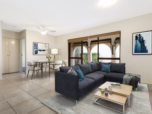 1/35 Armrick Avenue Broadbeach, QLD 4218