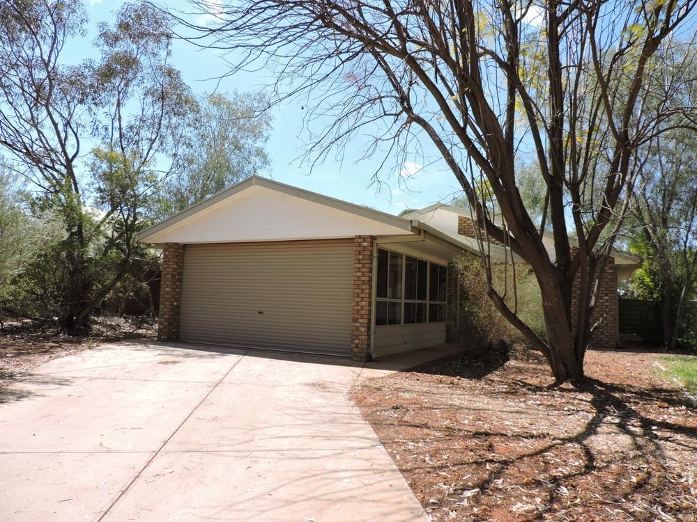 54 Hillside Gardens Desert Springs, NT 0870