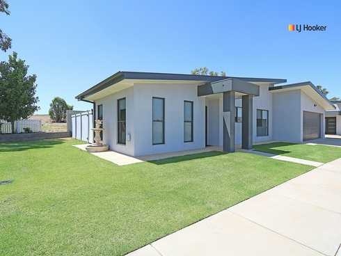 Unit 1/1 Cootamundra Boulevard Gobbagombalin, NSW 2650