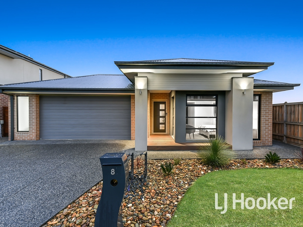 8 Featherdown Way Clyde North, VIC 3978