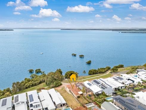 17 Esplanade Redland Bay, QLD 4165