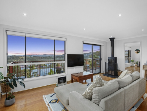 8 Valley View Road Bateau Bay, NSW 2261