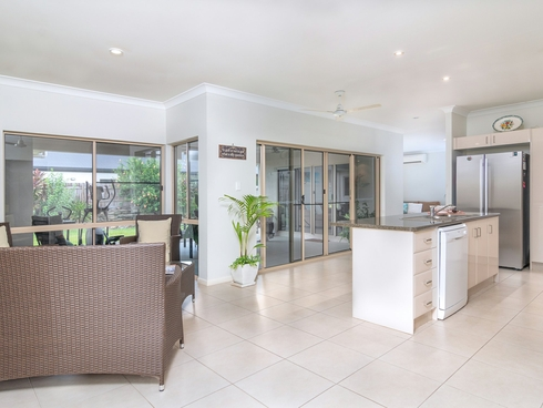 64 Cooya Beach Road Cooya Beach, QLD 4873